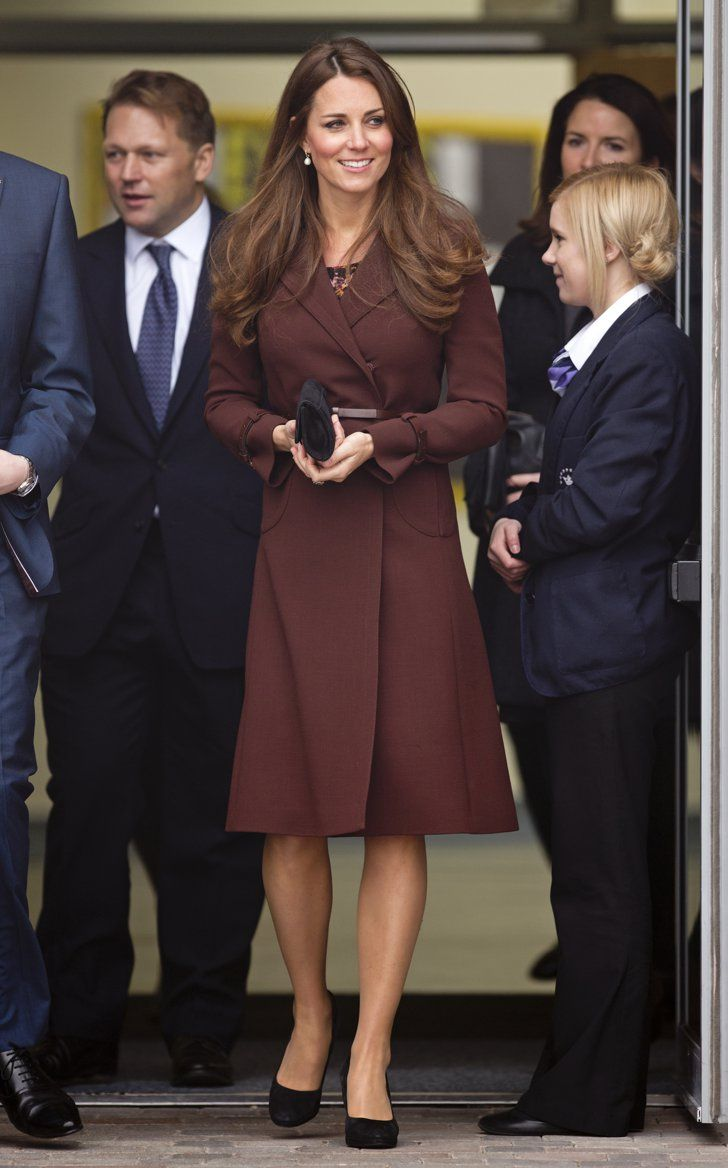 Pin for Later: Kate und ihre unglaubliche Kleidersammlung in den schönsten Farben Kate Middleton in der Havelock Academy, 2013