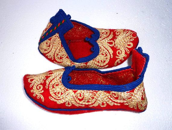 Vintage Bulgarian Handmade Folk Embroidery Wool Slippers.