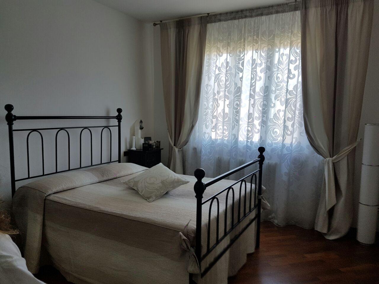 Tende arricciate con fantasia floreale per camera da letto - Tende moderne camera da letto ...