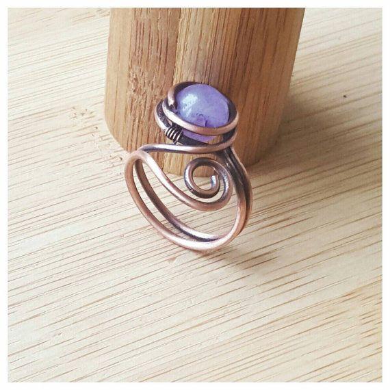 Draht gewickelt Amethyst Ring aus festen Kupfer. Dieser Kupferdraht ...