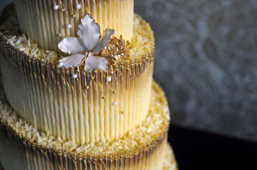 White Chocolate Golden Wedding Cake | Taboo Resort | My Wedding ...