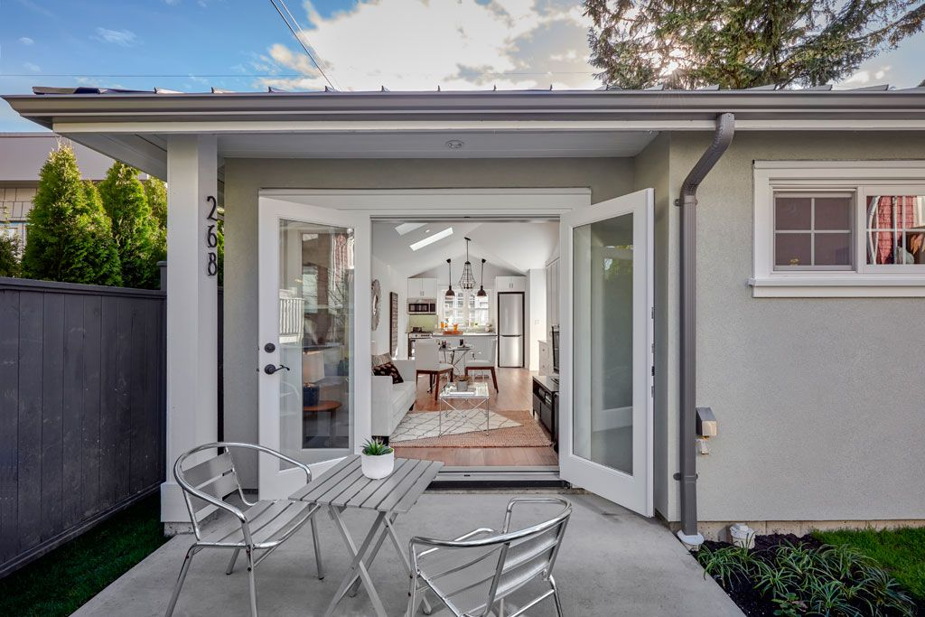 The Quintessential Laneway House — smallworks.ca | Casa Bonita ...