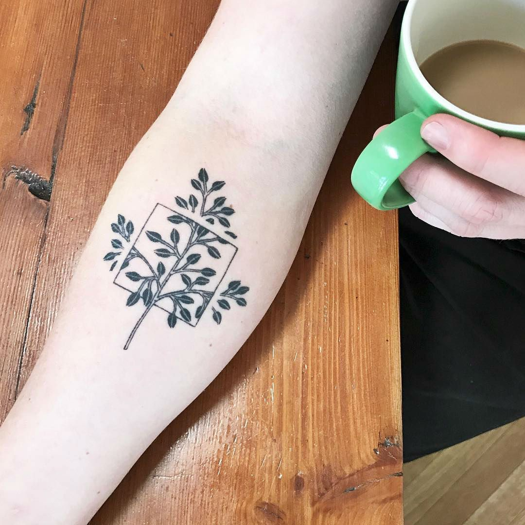 Square Tattoo: Caitlin Thomas Creates Stunning And Discreet Minimalist