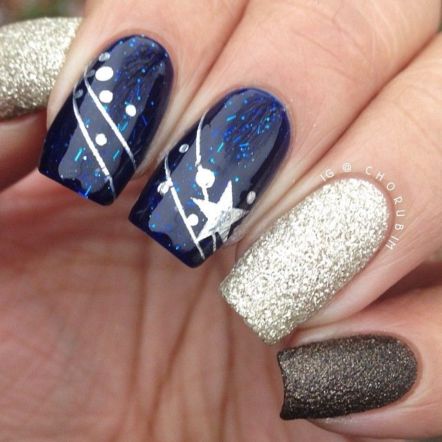 Love The Ring And Pinkie Finger Nail Polishes.. Could Do