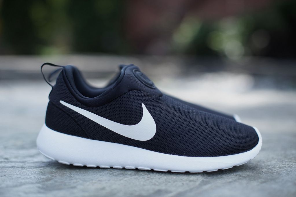 Cada semana unos pocos agrio  Nike Roshe Run Slip On Black/White | Nike running shoes neon, Nike free  shoes, Black nike shoes