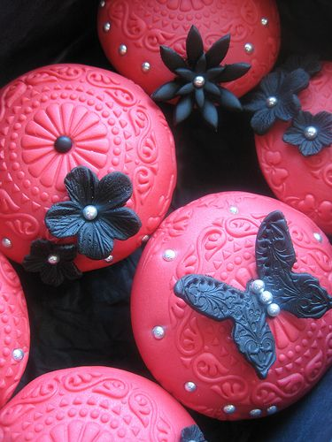 Butterfly and Flower Fondant Topped Cupcakes - I like the deatail in the fondant...wonder if a press was used?