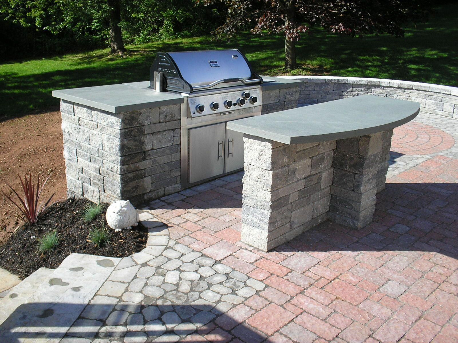 """Built-in grill with an island. #""""builtingrillideas ..."""