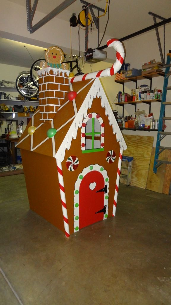 Outside Life Sized Gingerbread House With Images Storing