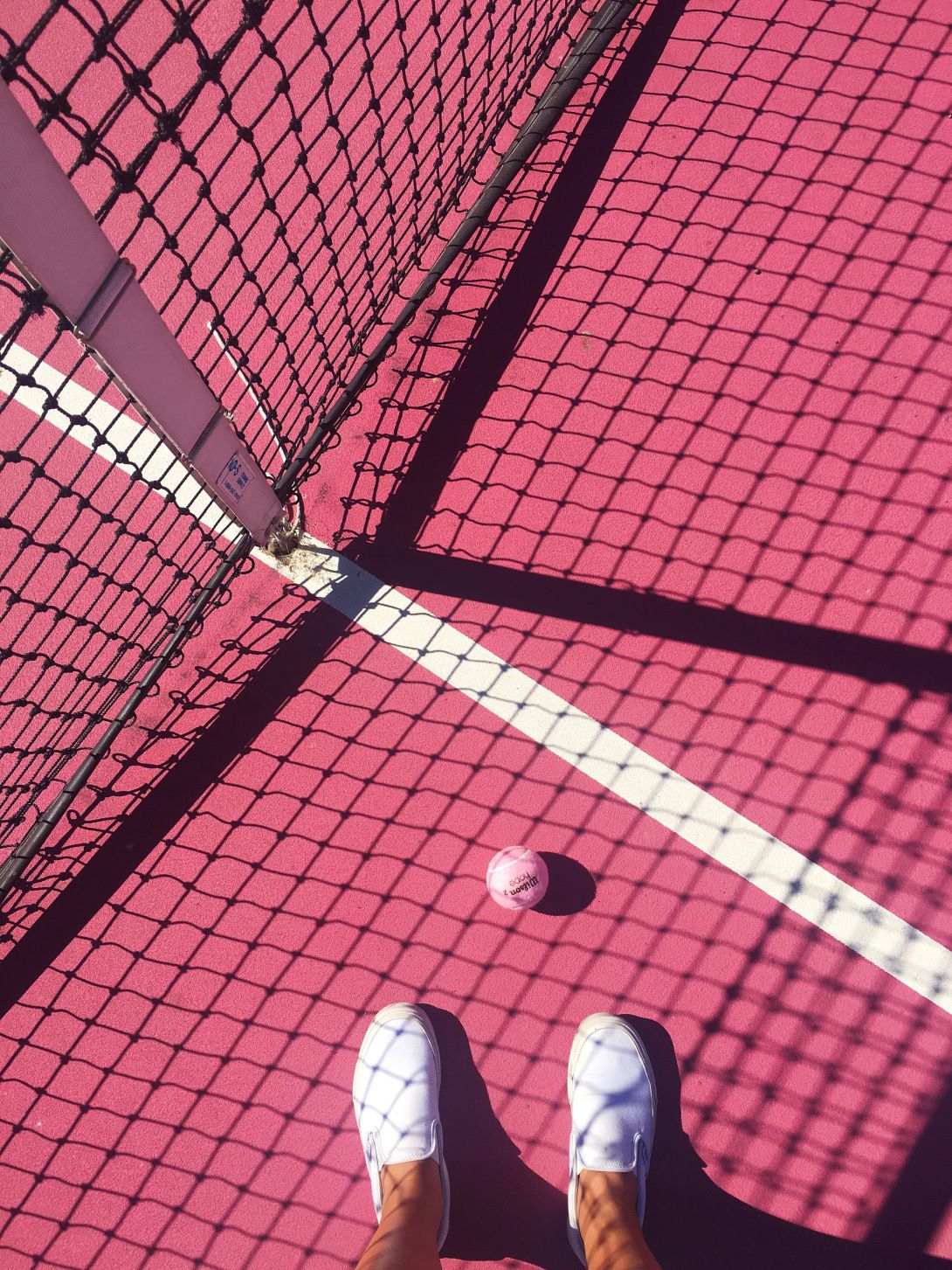 Madonna Inn S Pink Tennis Court Pink Aesthetic Tennis Pictures Pink Photo