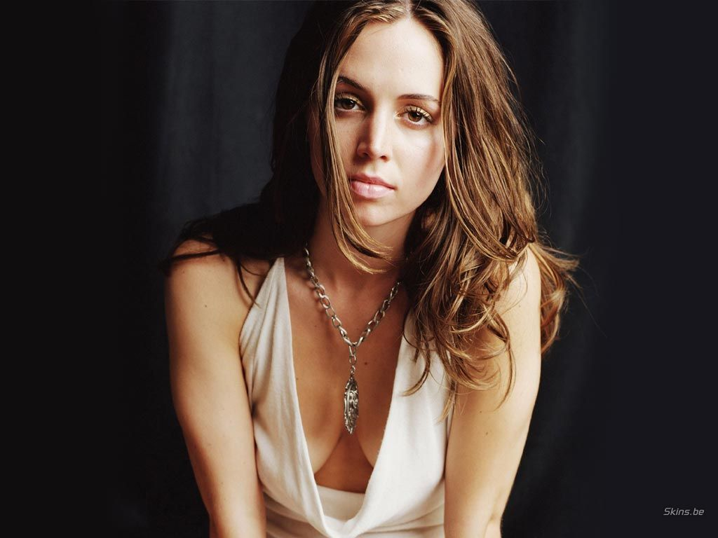 Eliza-Dushku... that's right, Buffy's Faith is fighting on ...
