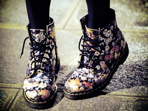 Floral Dr Martins. #shoes #boots #hipster