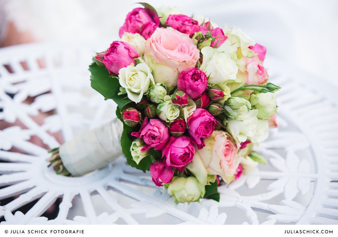 brautstrau in pink rosa und wei hochzeit blumenschmuck pinterest brautstr u e rosa und. Black Bedroom Furniture Sets. Home Design Ideas