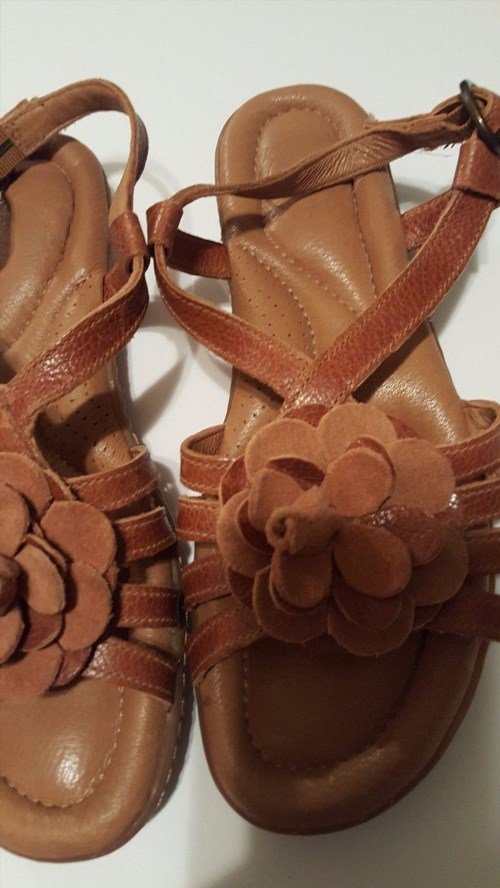 16.83$  Buy here - http://vizwa.justgood.pw/vig/item.php?t=o10qyo40617 - Womens Nurture Brown Strappy Sandals with Flower detail SIZE 6M