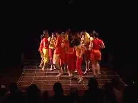 Trecho do show do Bloco do Passo gravado em 2005 no Espaço Cultural Sérgio Porto. O Bloco d'O Passo é um grupo de percussão e canto criado por Lucas Ciavatta...