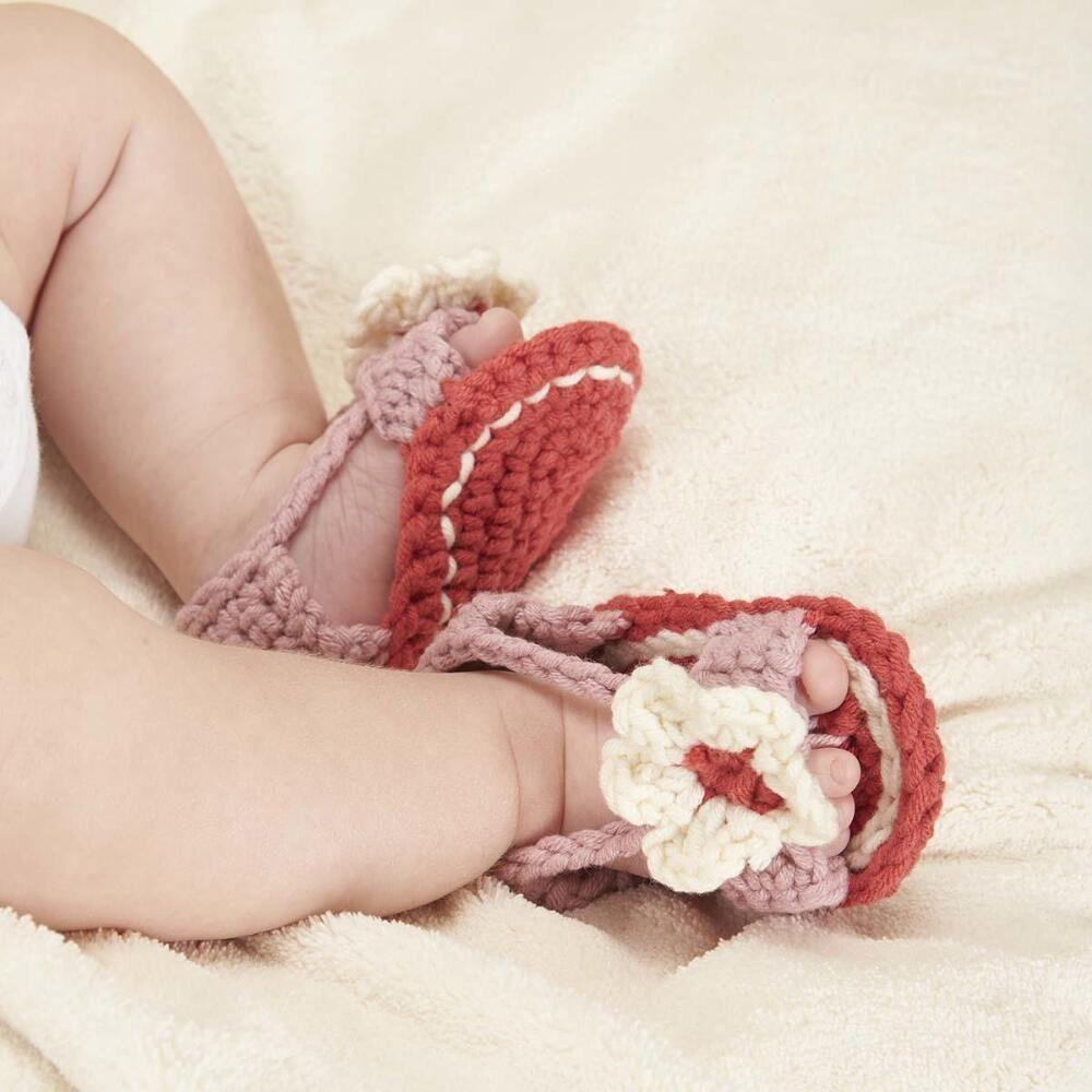 FREE pattern   Baby crochet outfits   Pinterest   Free pattern ...