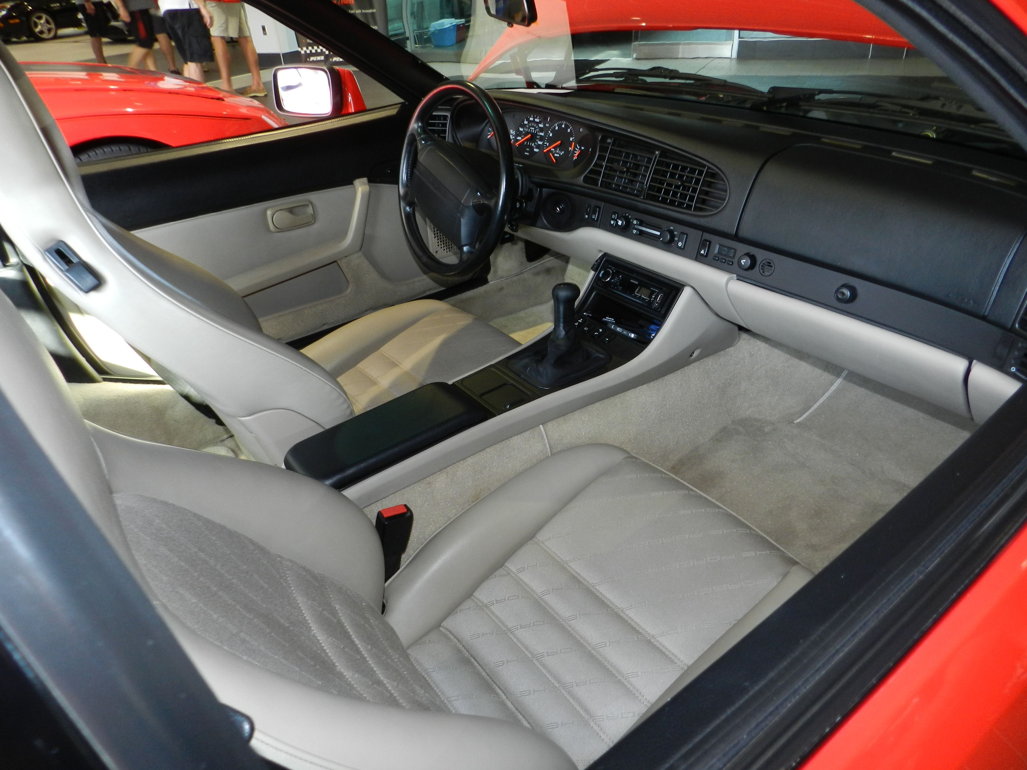 Porsche 944 turbo interior porsche 944 pinterest for Porsche 944 interieur