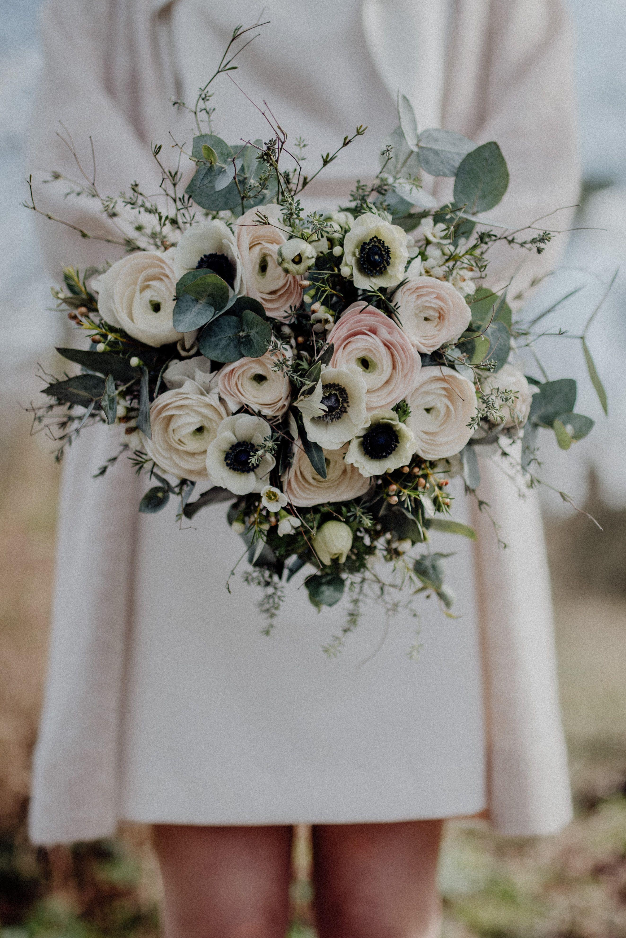 Ein Frühlingsstrauss in pastell zu Hochzeit im März.