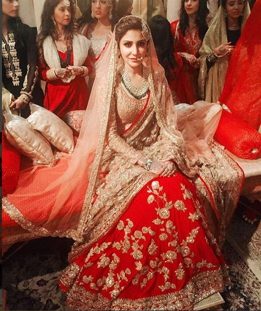 Anushka Sharma Wedding Dress 2