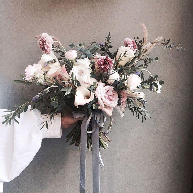 . . #웨딩클래스 #오버사이즈부케 . . 웨딩클래스 화 12:00pm  다양한 스타일의 부케와 웨딩에 쓰여지는 대형 어렌지위주의 수업의 웨딩클래스 💕 . . #Lesson #Order 👉🏻Katalk ID vaness52 WeChat ID vaness-flower E-mail vanessflower@naver.com 📞070-7522-6813 . #vanessflower #flower #florist #flowershop #handtied #flowerlesson #flowerclass #플라워 #바네스플라워 #플라워카페 #플로리스트 #꽃다발 #부케 #원데이클래스 #플로리스트학원 #플라워레슨 #플라워아카데미 #꽃수업 #꽃주문 #花 #花艺师 #花卉研究者 #花店 #花艺