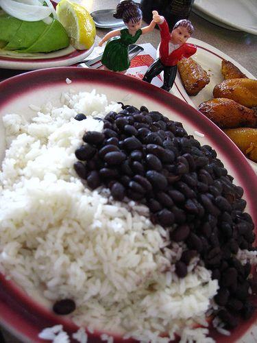 Frijol negro con arroz blanco y huevos fritos srtawolfe - Comidas con arroz blanco ...