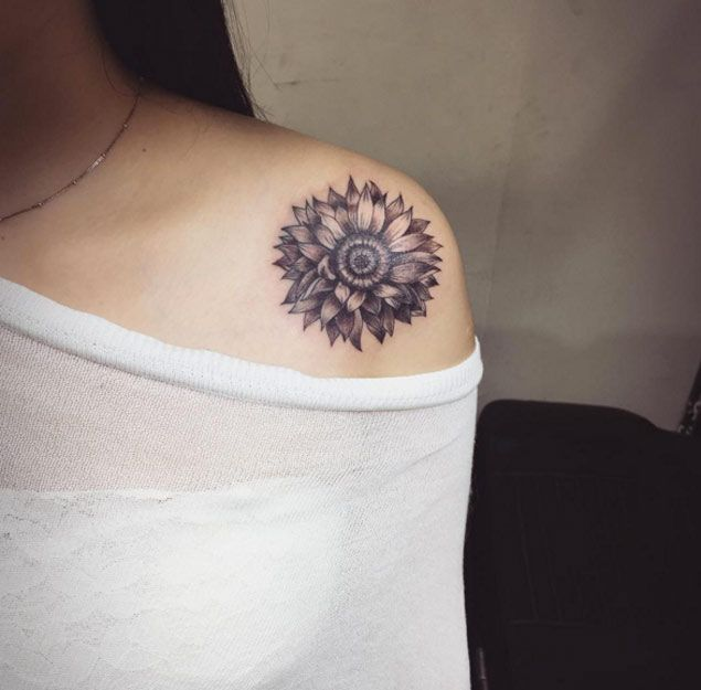 30 Elegant Shoulder Tattoos For Women With Style