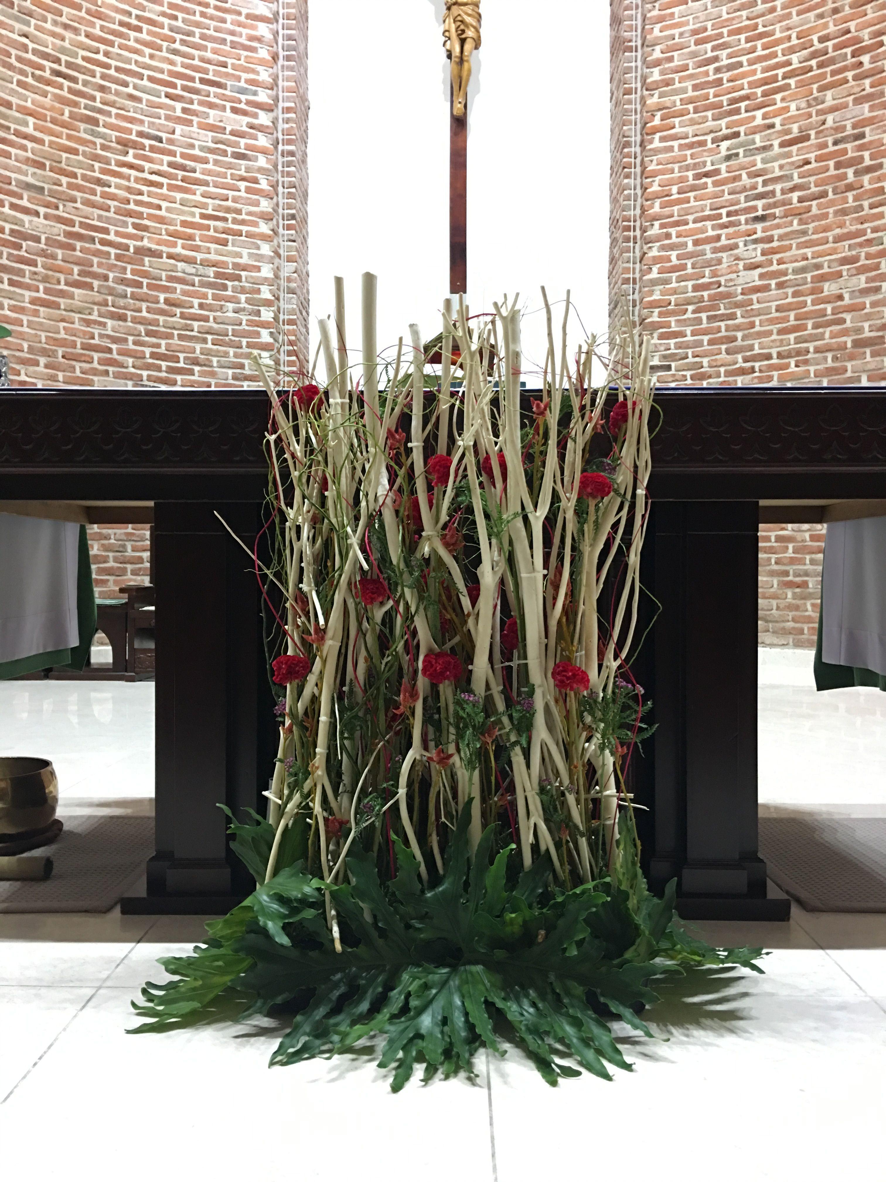 Pin by Mariana de on Arreglos florales | Pinterest | Churches ...