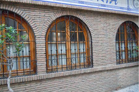 Edificio con arcos de ladrillos r sticos super ideas for Fachadas de ladrillo rustico