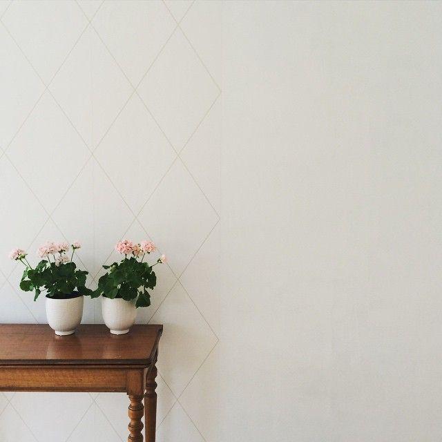 Tapetsera mera I Före och efter målning och tapet I Tapet från Sandberg I Sommarstuga I   E N G E L S K A  T A P E T M A G A S I N E T Shop online: www.engelskatapetmagasinet.se