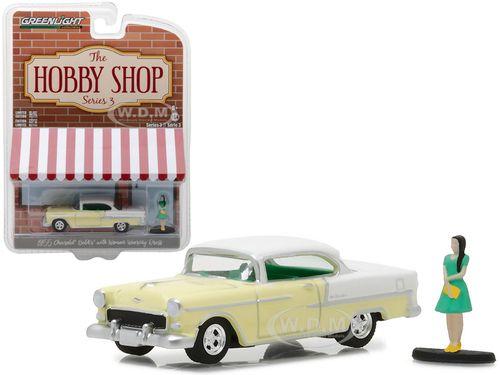 """Photo of 1955 Chevrolet Bel Air Yellow mit Frau im Kleid """"The Hobby Shop"""" Serie 3 1/64 Diecast Model Car von Greenlight"""