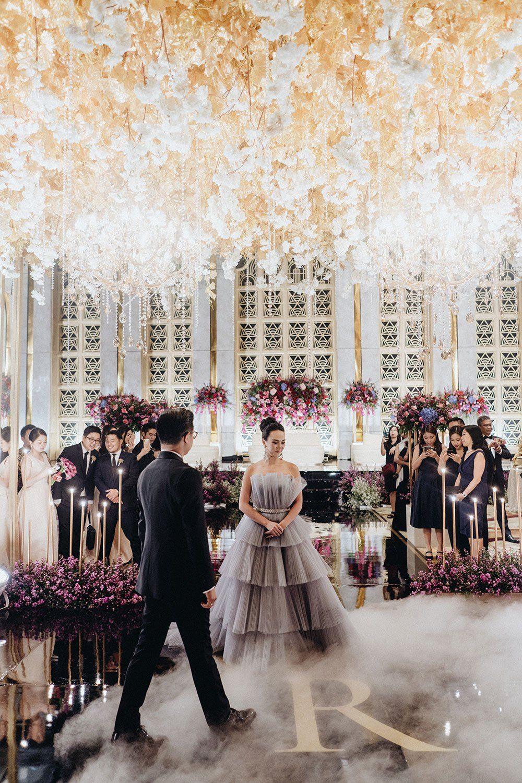 Opulent 20s Themed Wedding At The Westin Jakarta The Wedding Notebook Magazine In 2020 Glam Wedding Wedding Dance Wedding