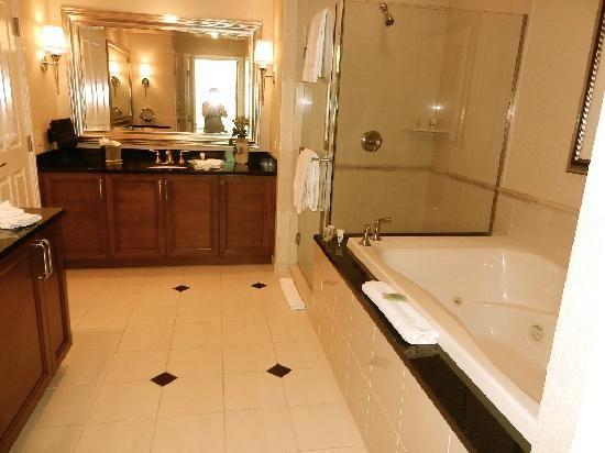 Nice And Spacious Bathrooms   Recherche Google