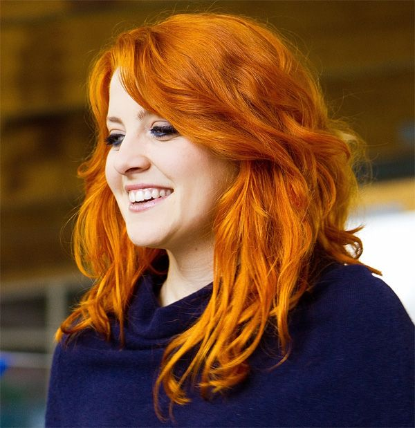 Funny Enough Famous Italian Singer Noemi S Hair Is Not Naturally Red She Dyes It Because It Is Rare In Italy I Suppose Im Just Lucky Bor Capelli Donne Cantanti