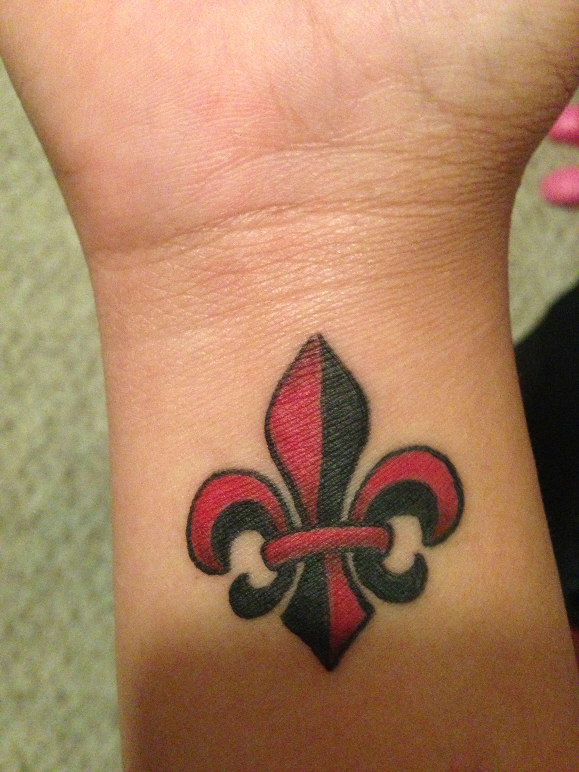 new black red fleur de lis tattoo d my tattoos. Black Bedroom Furniture Sets. Home Design Ideas