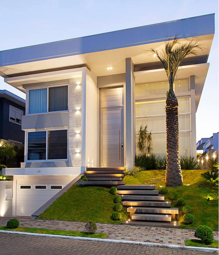 Arquitetura Integrando Pisos: 12 Fachadas De Casas Com Estilos Clássico E Contemporâneo