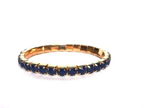 Trendy elastische armband in goudkleur (nikkelvrij) met SS39 puntstenen van acryl. Super leuk in combinatie met andere armbandjes uit de webshop. http://bylieske.biedmeer.nl/bracelet-gold-diverse-kleuren
