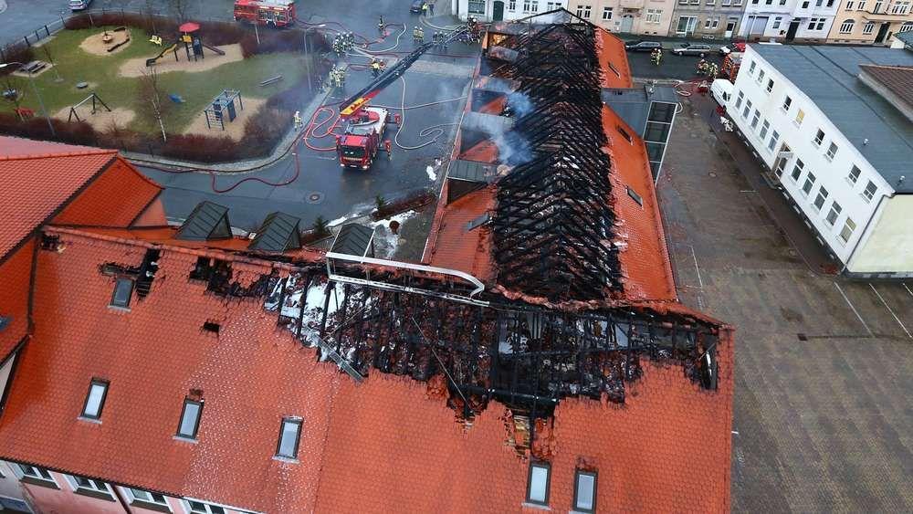 Bautzen - Flüchtlingsheim brennt: Rechte klatschen und behindern Feuerwehr | Politik