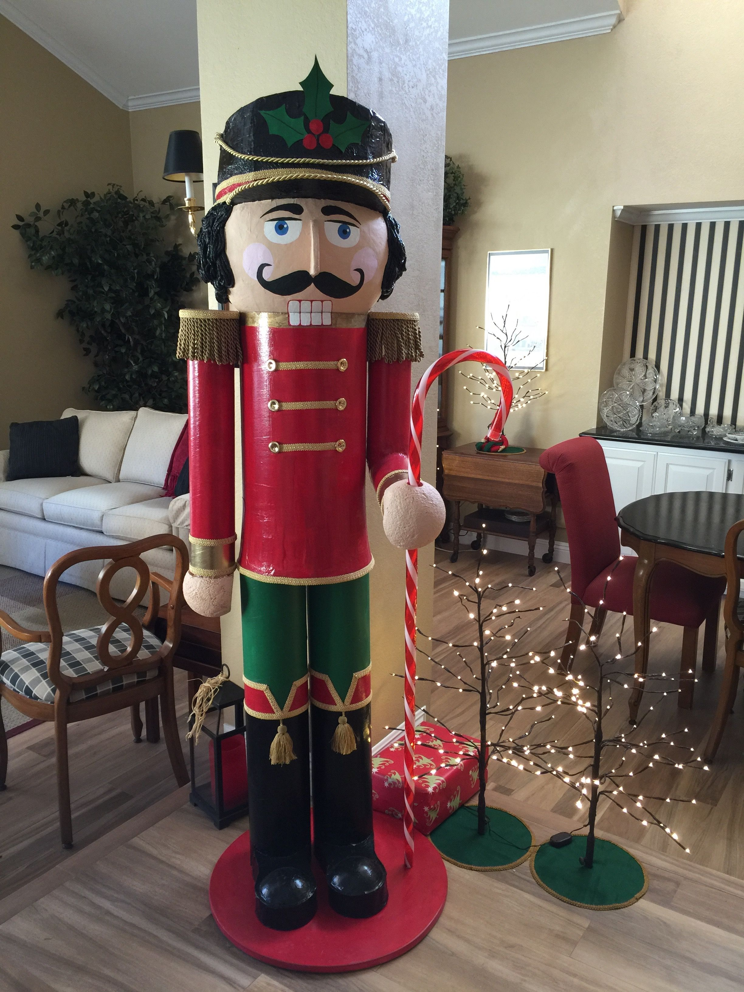 Yes You Can Make This Nutcracker That Stands Over 6 Feet Tall Make It Alone Or As A Team For Yourself Christmas Yard Art Christmas Projects Nutcrackers Diy