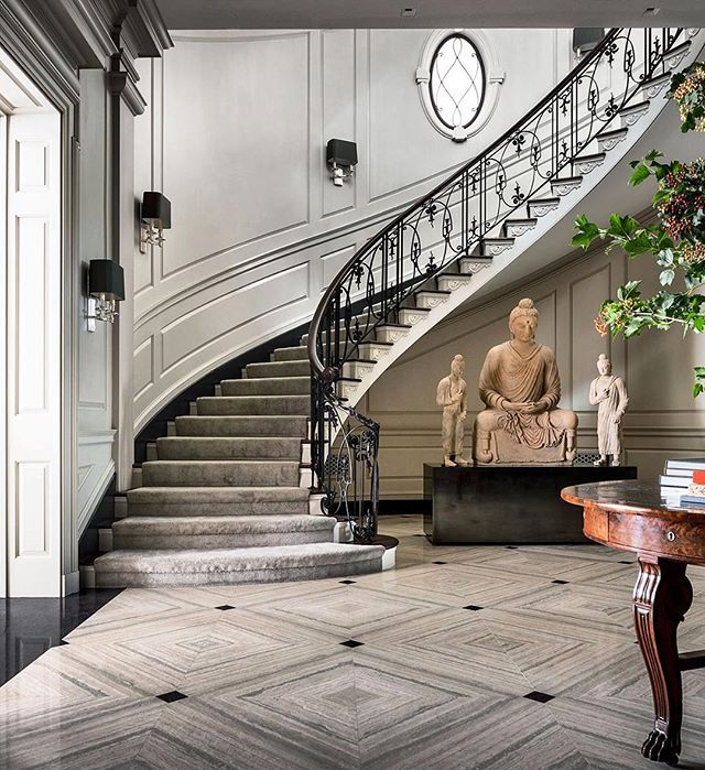 Making A Grand Entrance Comes Easy At This Elegant 1920s