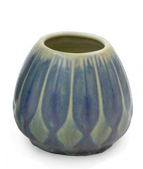 2600: Newcomb College art pottery vase – Oct 07, 2007 | Clars Auction Gallery in CA