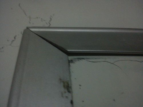 Día 16: Marco (Frame). #FMSPhotoADay  El marco metálico de una pizarra acrílica (The metallic frame of an acrylic whiteboard)