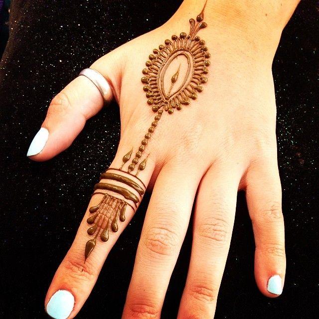 Simple and pretty! #heartfirehenna | about Henna | Pinterest ...