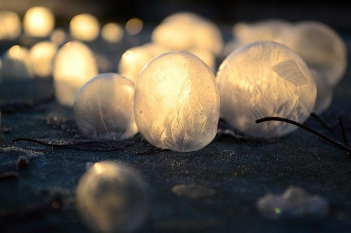 The magnificent, fragile beauty of bubbles blown outside when it's 15 degrees below freezing [11 pics] | 22 Words