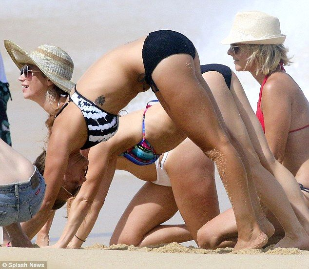 Kaley Cuoco Shows Off Her Sizzling Bikini Body On Mexican Vacation Kaley Cuoco Pinterest