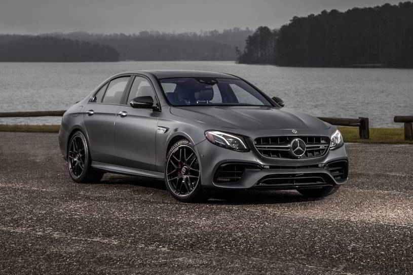 مرسيدس بنز E كلاس 2020 الجديدة تصنف في قمة السيارات متوسطة الحجم الفاخرة بفضل التصميم الداخلي المتميز والتكنولوجيا المتطورة وجودة الركوب In 2020 Sport Cars Car Bmw Car