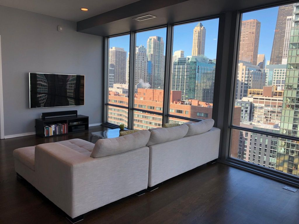 Modern Chicago Condo For Rent With World Class Views High Rise Apartment Decor Contemporary Apartment Decor Apartment View