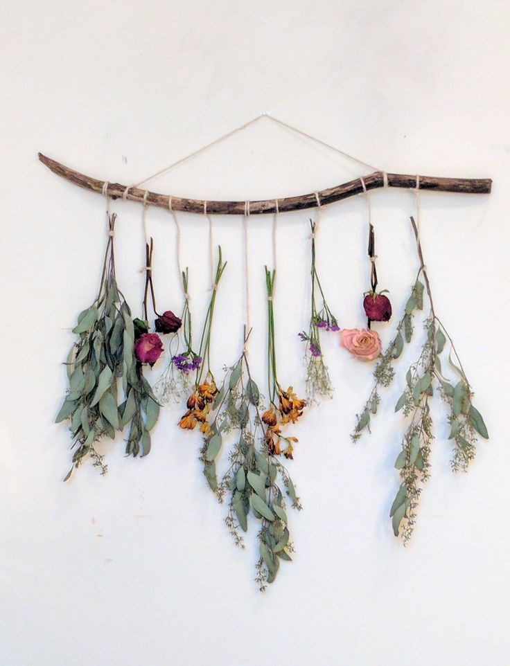 Make your own dried floral wall hanging using your leftover bouquets or seasonal flowers.Instead of a trendy wall tapestry, why not go floral?