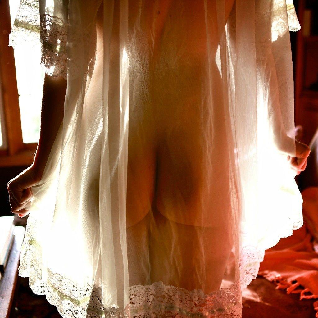 Прозрачное платье сзади
