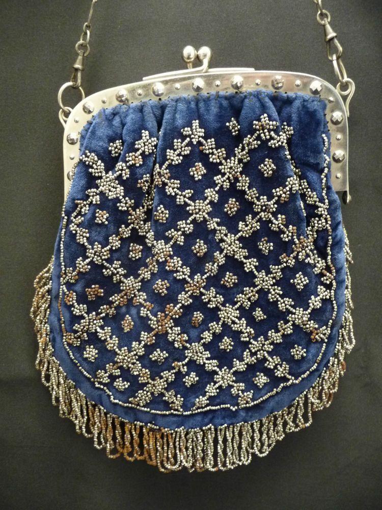 Purse with cut steel beads from the end of the 19th century. Sac de bal brodé de perles métalliques, fin XIX°