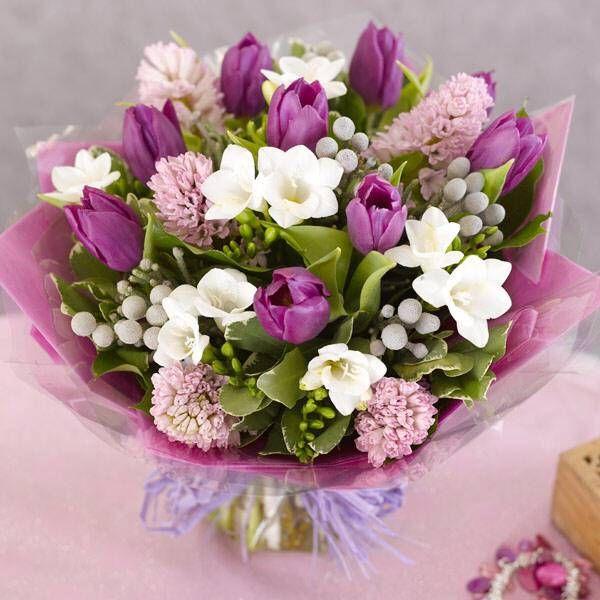 Mazzo Di Fiori Di Primavera.Auguri A Tutte Le Donne Bouquet Di Tulipani Mazzo Di Fiori E