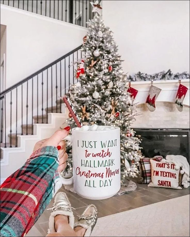➽23+ Best Festive Christmas Staircase Decor Ideas ~You can Apply at The Right …